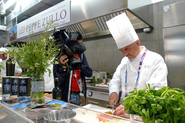 1 Peppe Zullo nella cucina dell'Expo